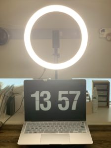 zoomで気軽に使える、キレイに映る照明選び